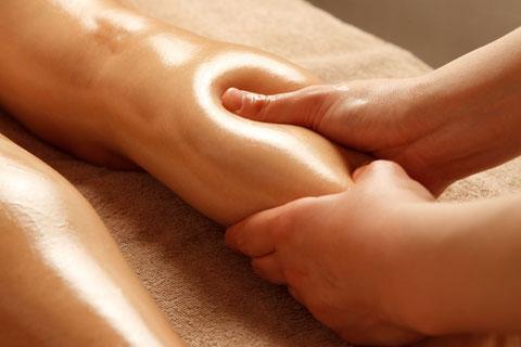 産後骨盤矯正の流れ ご体験では膝から下のオイルマッサージがあります。