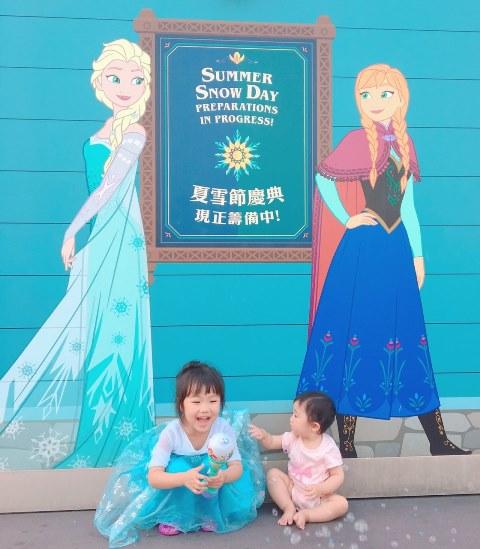 香港ディズニーランドのアナとエルサ